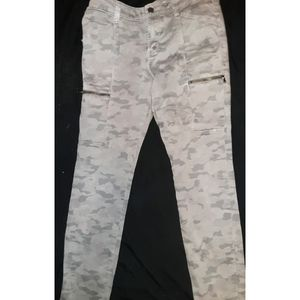 Light gray camoflauge Gap leggings 6